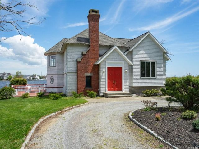 4 BR,  2.00 BTH Trilevel style home in Great River