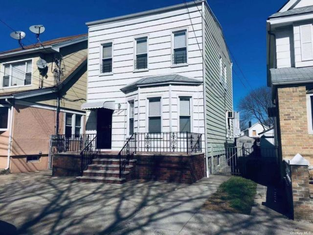 5 BR,  2.00 BTH Other style home in Woodhaven