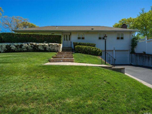 3 BR,  4.00 BTH Ranch style home in Rocky Point