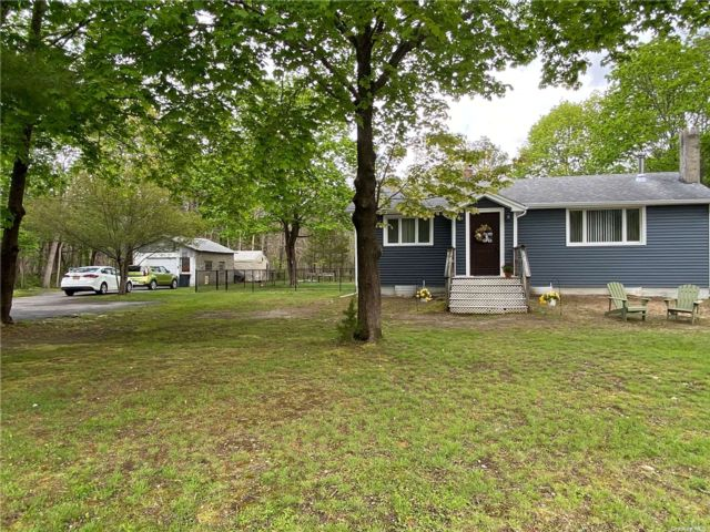 3 BR,  1.00 BTH Ranch style home in Manorville