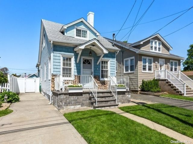 2 BR,  2.00 BTH Colonial style home in East Rockaway