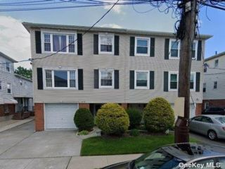 3 BR,  3.00 BTH Duplex style home in Bayside