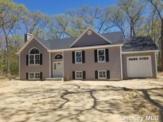 3 BR,  2.00 BTH Raised ranch style home in Coram