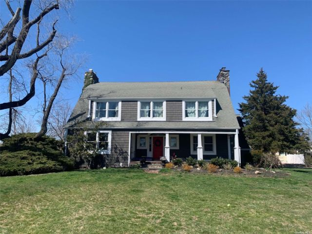 4 BR,  3.00 BTH Colonial style home in Amityville