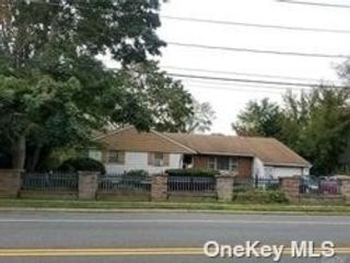 3 BR,  1.00 BTH Ranch style home in Babylon