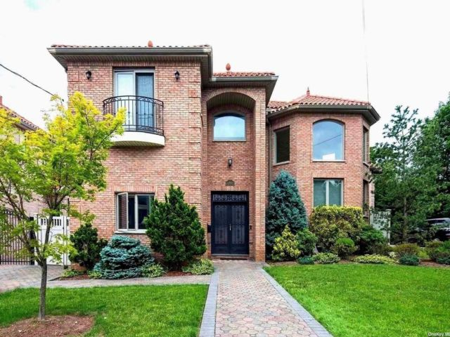 4 BR,  6.00 BTH Contemporary style home in Bayside