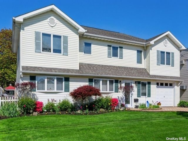 6 BR,  3.00 BTH Colonial style home in Massapequa