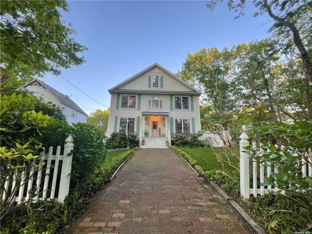 4 BR,  4.00 BTH Victorian style home in Port Jefferson