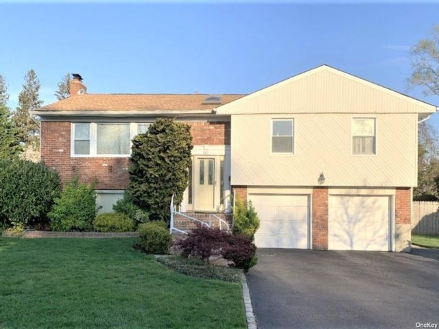 5 BR,  3.00 BTH Hi ranch style home in Jericho