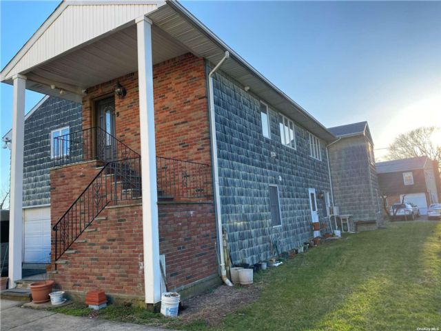 3 BR,  3.00 BTH Raised ranch style home in Bayville