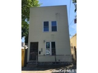 3 BR,  3.00 BTH 2 story style home in Glendale