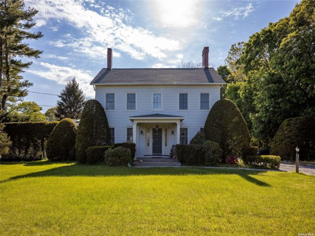 3 BR,  3.00 BTH Colonial style home in Yaphank