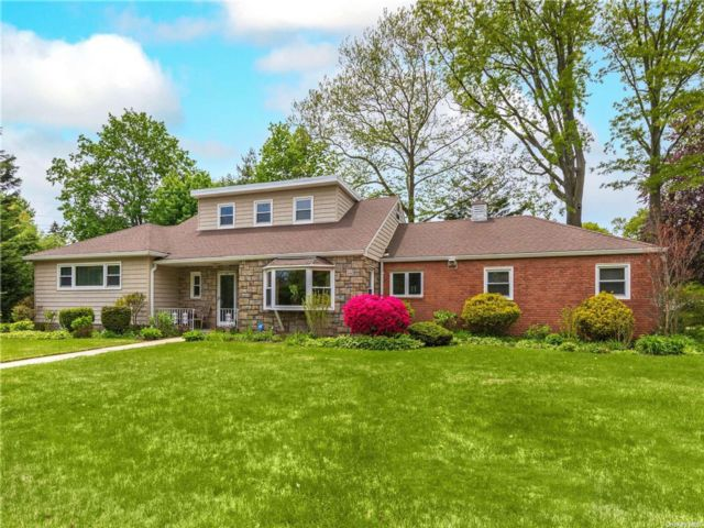 3 BR,  3.00 BTH Ranch style home in Hempstead