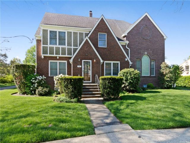 4 BR,  4.00 BTH Tudor style home in Hicksville