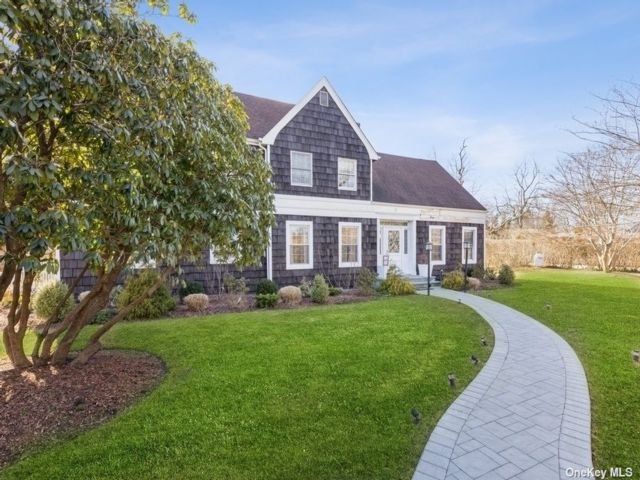 6 BR,  7.00 BTH Colonial style home in Westhampton Bch