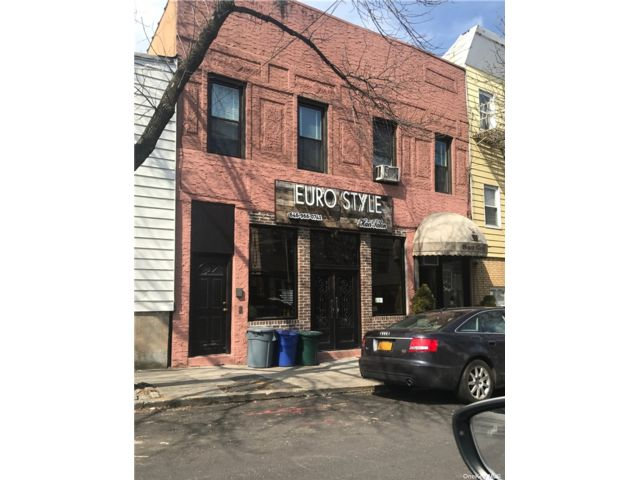 4 BR,  4.00 BTH Store+dwell style home in Maspeth