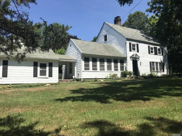 4 BR,  2.00 BTH Colonial style home in Lake Grove
