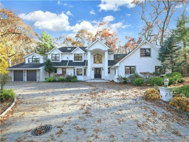 7 BR,  7.00 BTH Colonial style home in Brookville