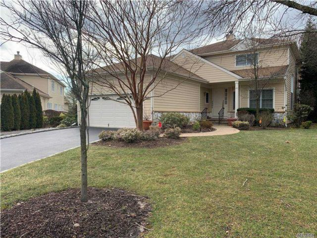 3 BR,  4.00 BTH Townhouse style home in Roslyn
