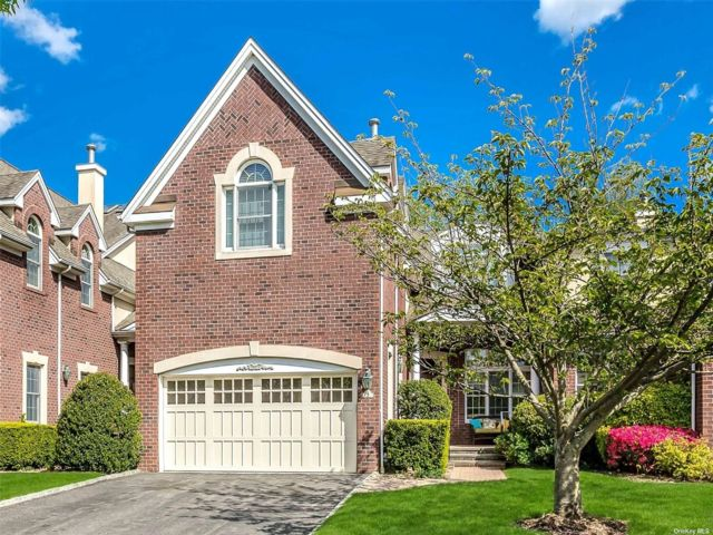 3 BR,  4.00 BTH Townhouse style home in Manhasset