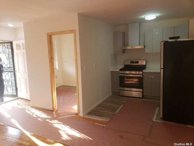 3 BR,  1.00 BTH Apt in house style home in East Elmhurst