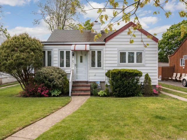 [Merrick Real Estate, listing number 3185657]