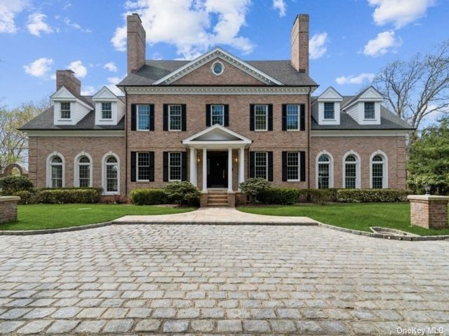 6 BR,  6.00 BTH Colonial style home in Bellport Village