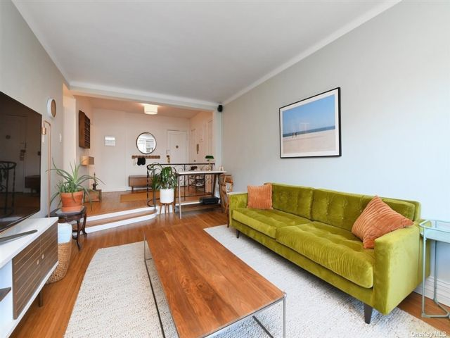 [Jackson Heights Real Estate, listing number 3185731]