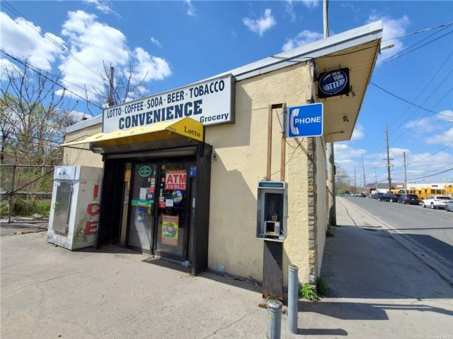 Studio,  0.00 BTH Commercial style home in Inwood