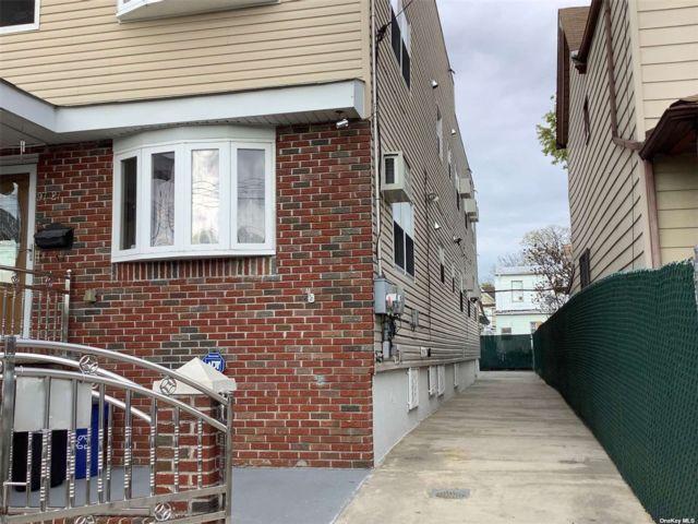 7 BR,  5.00 BTH Duplex style home in Richmond Hill