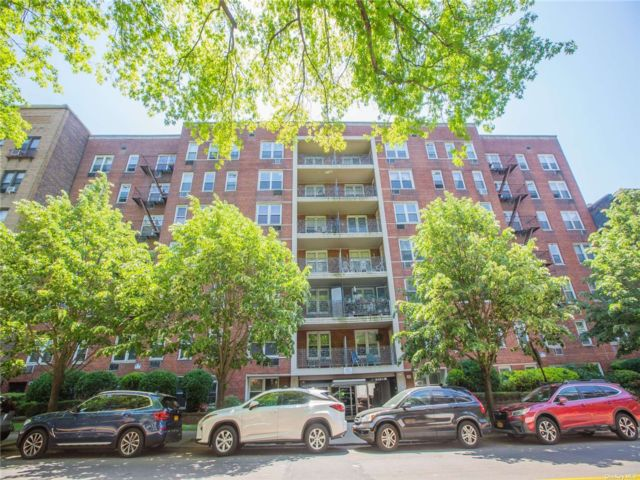 1 BR,  0.00 BTH High rise style home in Flushing