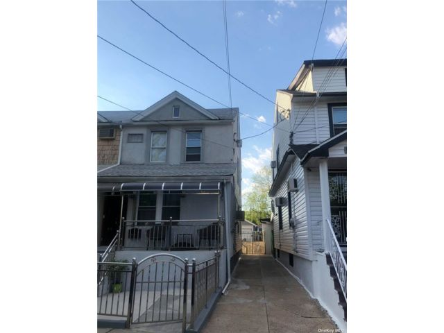 5 BR,  3.00 BTH Colonial style home in Ozone Park