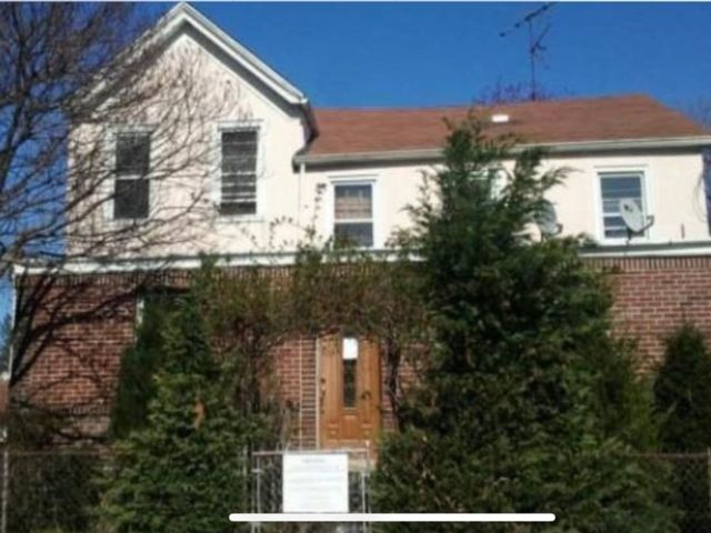 6 BR,  3.00 BTH Colonial style home in Mount Vernon