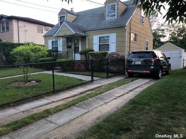 4 BR,  1.00 BTH Cape style home in Rosedale
