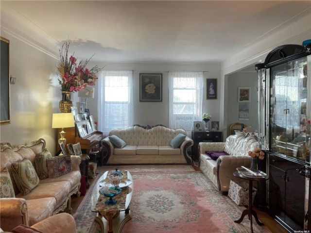 [Jackson Heights Real Estate, listing number 3185992]