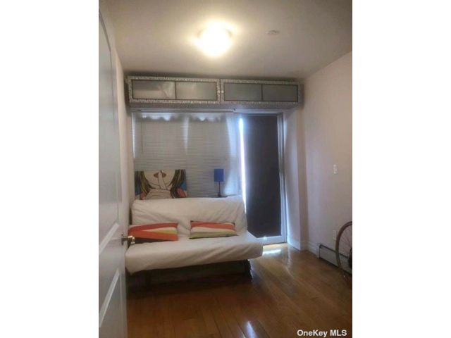 2 BR,  2.00 BTH Other style home in Woodside