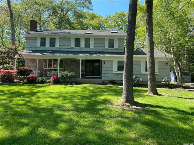 4 BR,  4.00 BTH Colonial style home in East Moriches