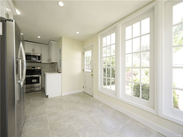 4 BR,  3.00 BTH Cape style home in Valley Stream