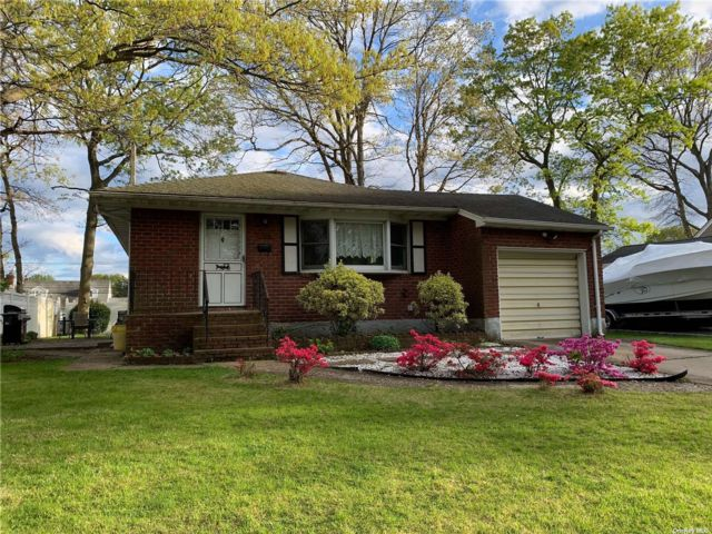 2 BR,  1.00 BTH Ranch style home in Massapequa