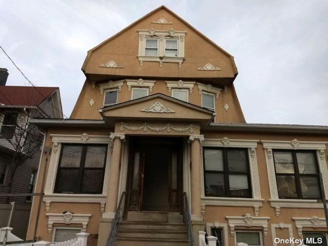 16 BR,  9.00 BTH Victorian style home in Rockaway Beach