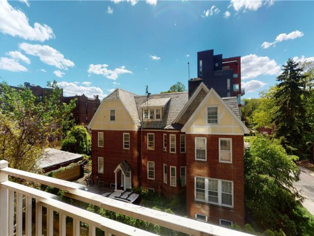 2 BR,  1.00 BTH High rise style home in Richmond Hill