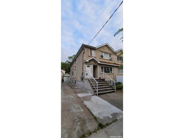 3 BR,  2.00 BTH Colonial style home in Hollis