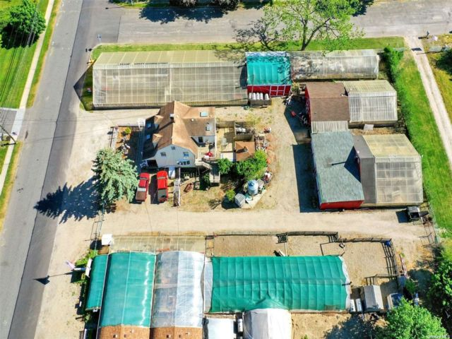 Studio,  0.00 BTH Commercial style home in Bayport