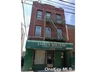 6 BR,  5.00 BTH Store+dwell style home in Astoria
