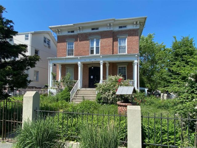 9 BR,  5.00 BTH Colonial style home in Long Island City