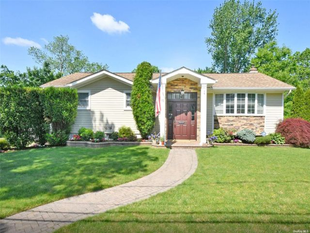 7 BR,  3.00 BTH Hi ranch style home in Bethpage