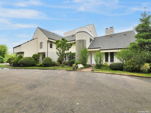 7 BR,  6.00 BTH Contemporary style home in Lattingtown