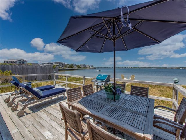 3 BR,  1.00 BTH Cottage style home in Westhampton Bch