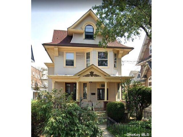 3 BR,  2.00 BTH Victorian style home in Richmond Hill