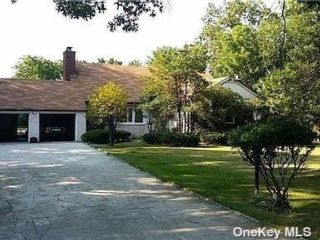 5 BR,  4.00 BTH Exp cape style home in Old Westbury